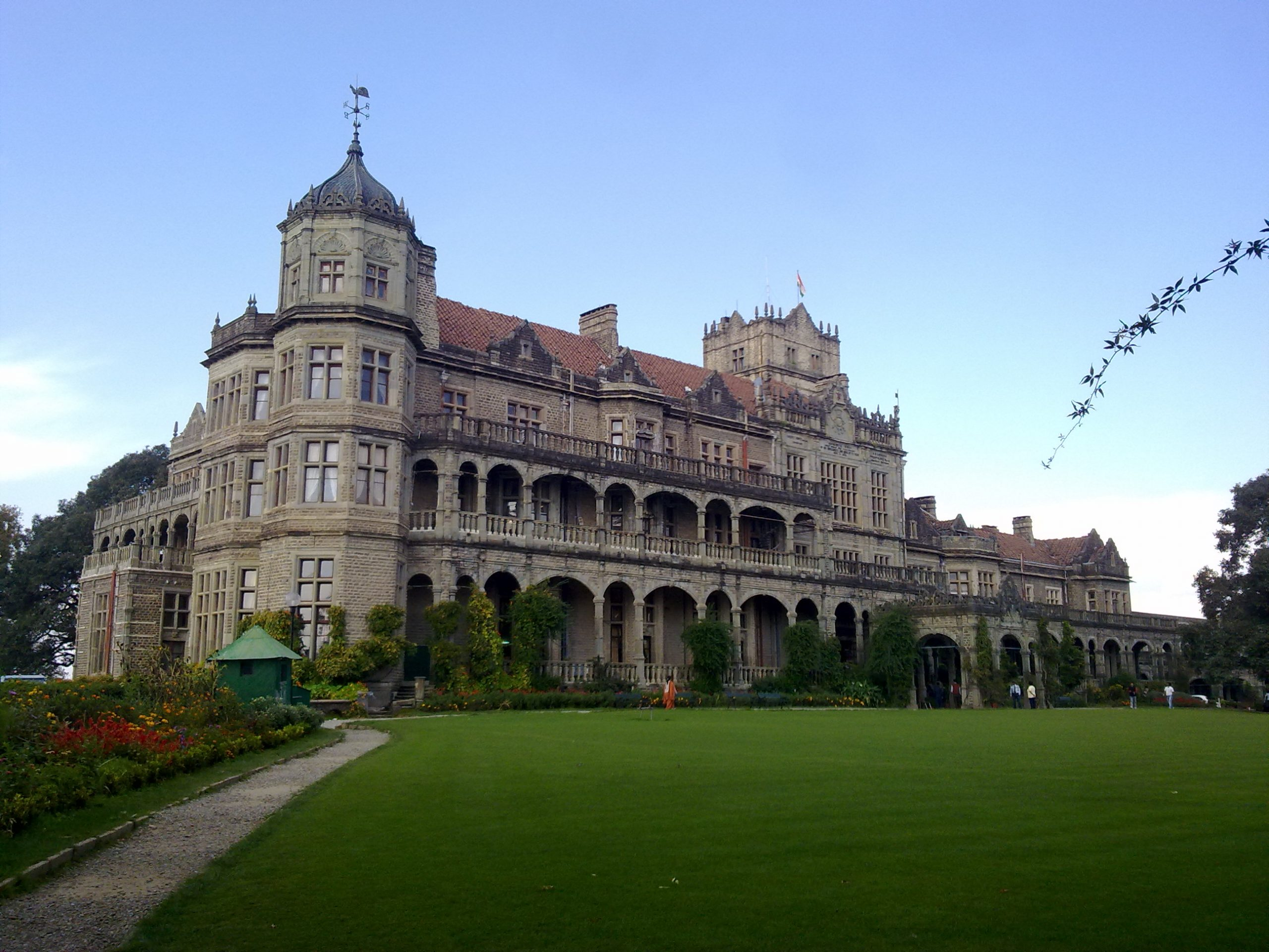Amazing Place to Visit in Shimla and Kufri-Viceregal Lodge and Botanical Garden