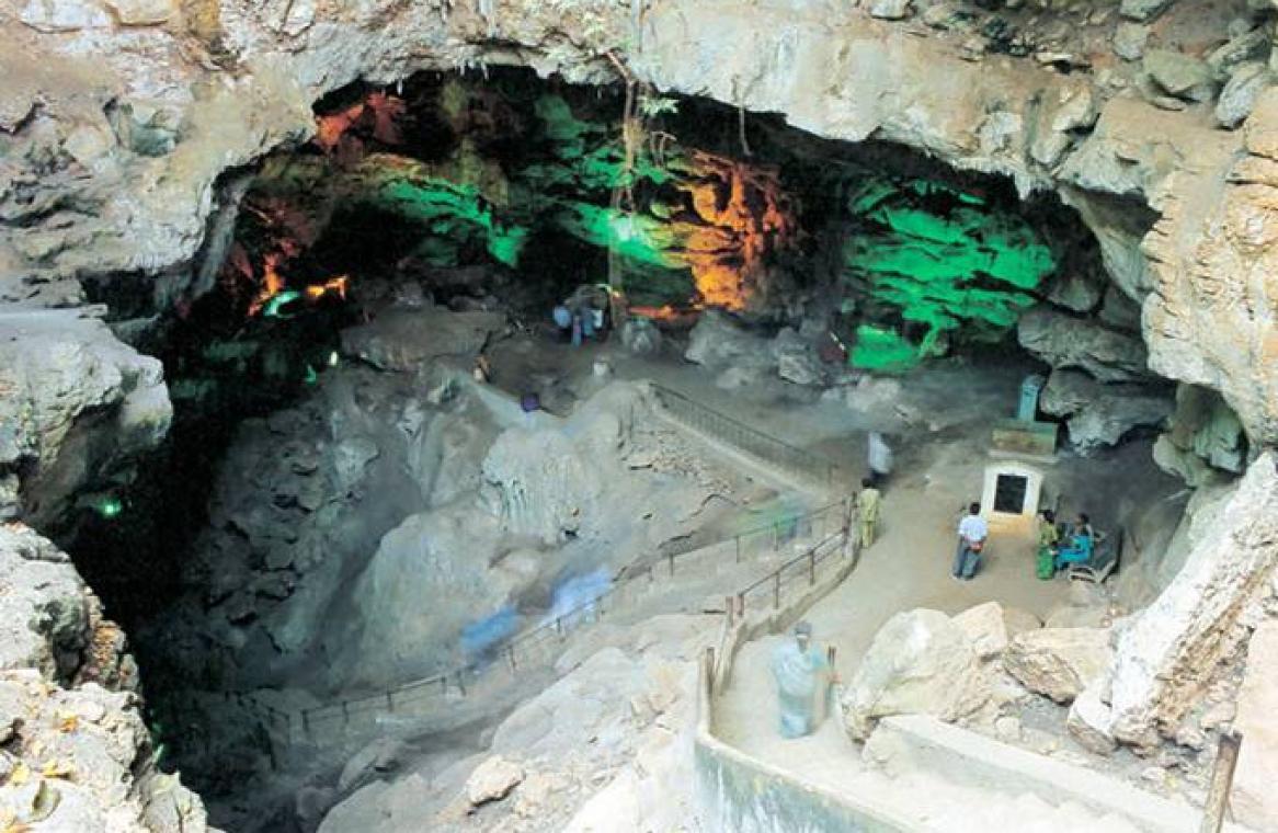 Amazing Destination to Visit In Andhra Pradesh-Visakhapatnam, Borra Caves