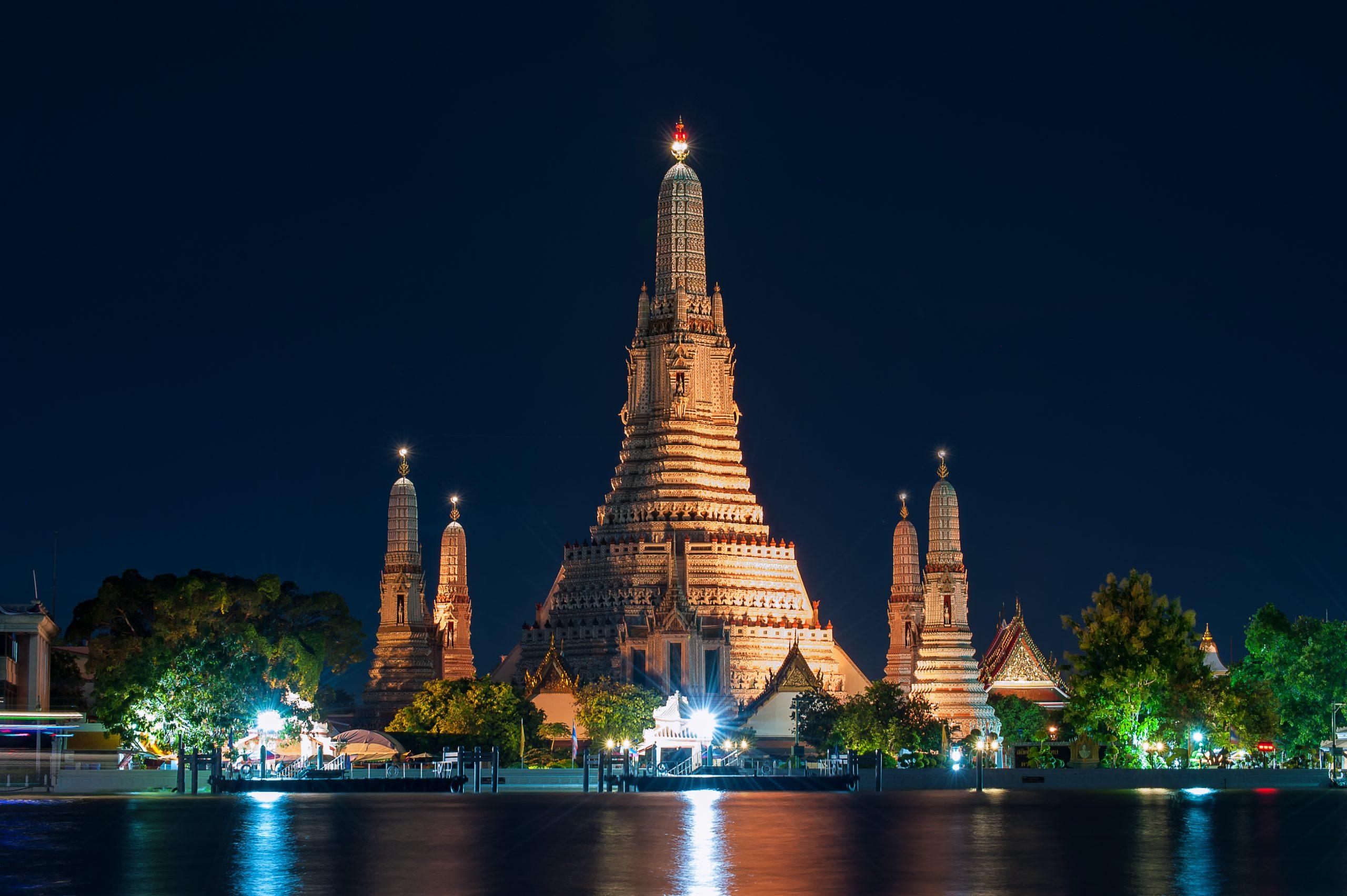 Wat Arun - Top Sight-Seeing Place to Visit in Bangkok
