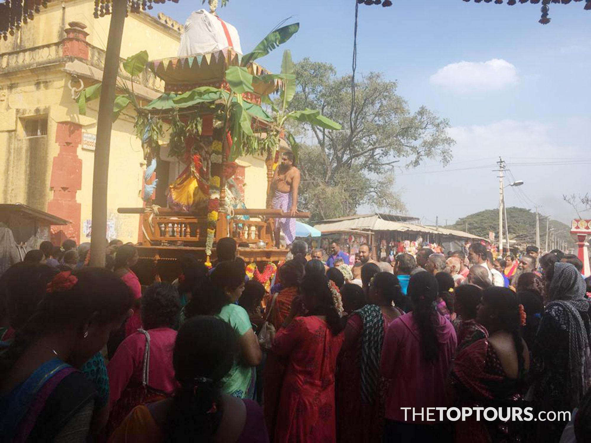 when to visit chamundeshwari temple on chamundi hills